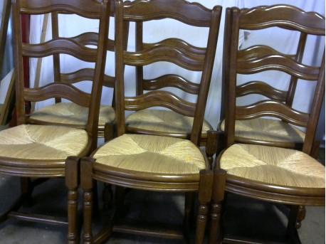 6 chaise en bois et paille ressourcerie belloccas for Petite chaise en bois et paille