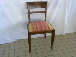 CHAISE ASSISE JAUNE ET ORANGE
